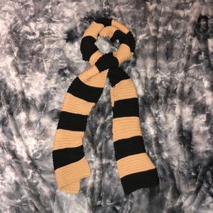 Thick winter scarf w/ beige & black stripes